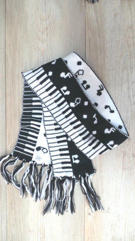 【班比納精品童裝】鋼琴音符針織流蘇圍巾-黑白