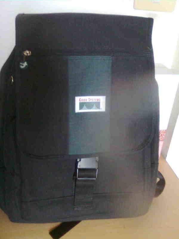 很牢靠的電腦包 後背包 思科 賣500  約39*31cm