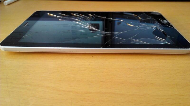 (致5代) 破屏零件機 Taiwan mobile p6 單機 無其他任何配件 未測試不擔保瑕疵 歡迎自取~