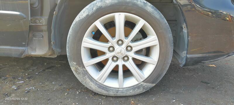 售三菱Grunder原廠17吋鋁圈及Goodyear 215/55R17輪胎,zinger,savrin可參考