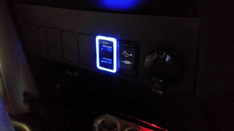幸福車坊 2013 RAV4 原廠 車美仕 雙孔 USB 充電器 2.1A 輸出 方形預留孔 原廠盲塞式