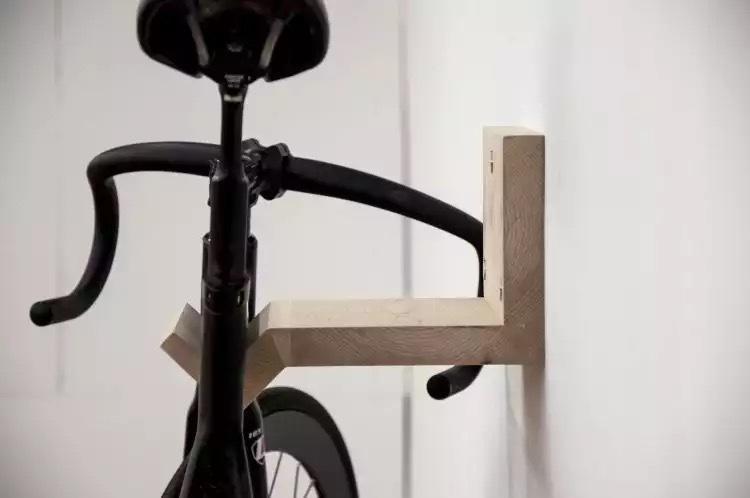實木自行車壁掛架 頂天立地 腳踏車架可參考 露天拍賣
