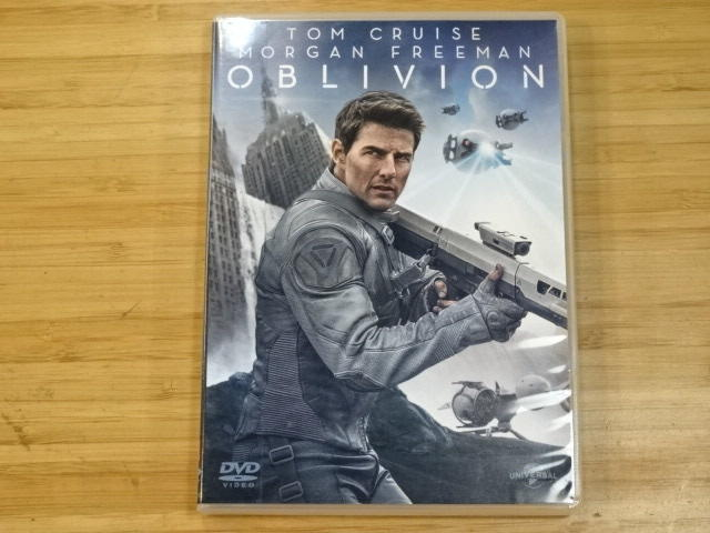《啟元唱片》DVD 遺落戰境 OBLIVION [TOM CRUISE, MORGAN FREEMAN] 片況良好