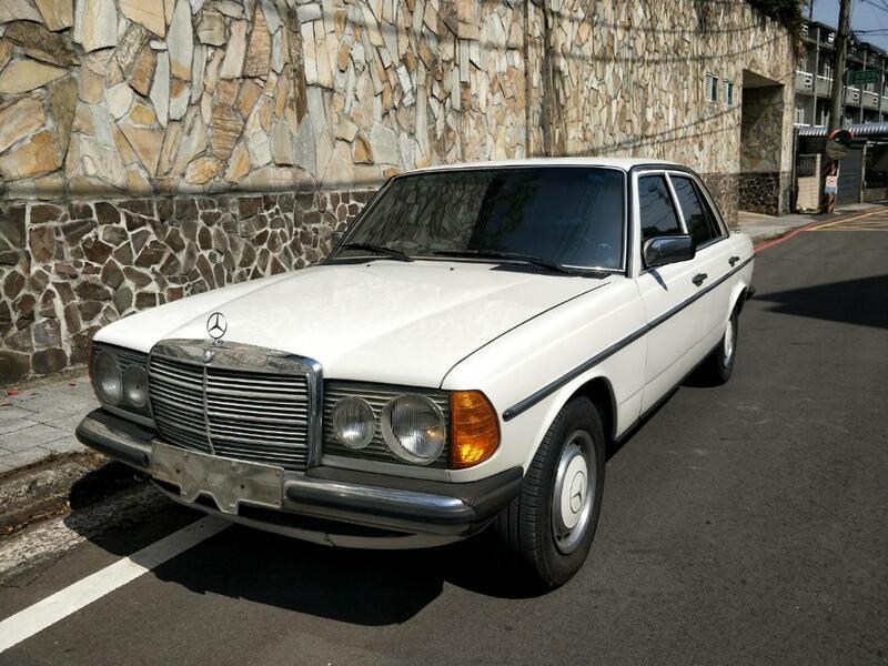 1980年BENZ 200 手排 化油器古董賓士W123 車況佳