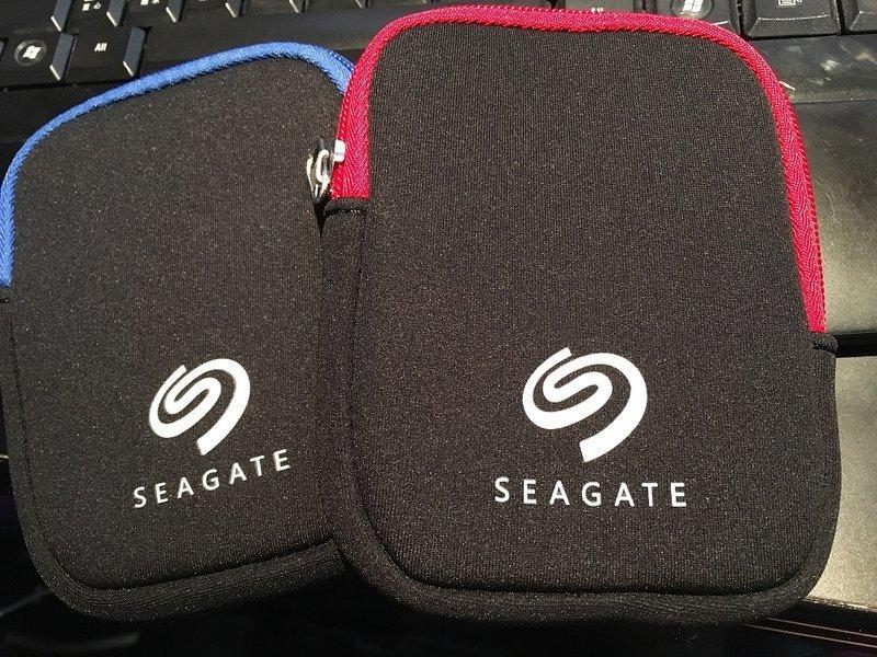 [龍龍3C] 希捷 Seagate 原廠 2.5吋 外接式硬碟 保護包 硬碟包 收納包 隨機出貨