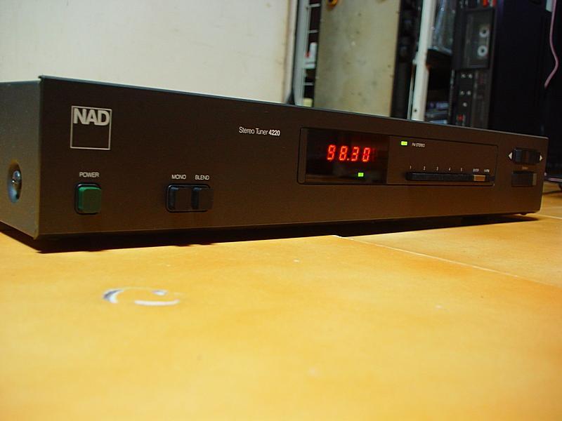NAD 4220
