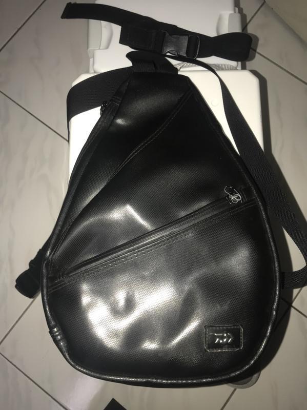 Daiwa側背包正品