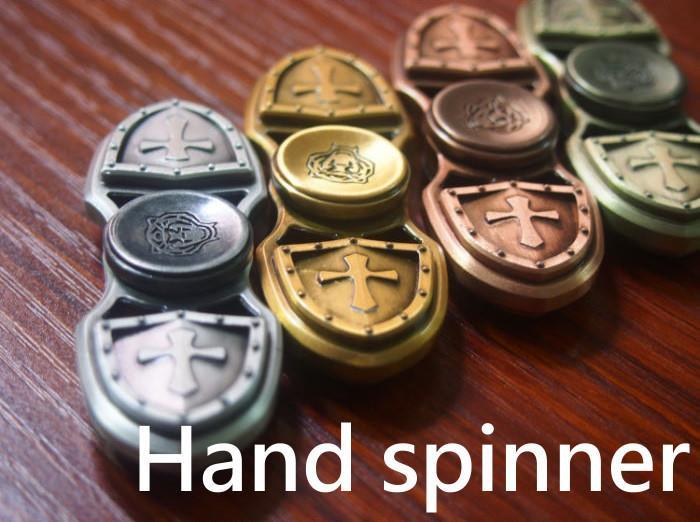 【AK3C】十字軍 刺客信條 指尖陀螺 陶瓷軸承 手指陀螺 手指玩具 紓壓神器 療癒 解壓 放空 Hand Spinne