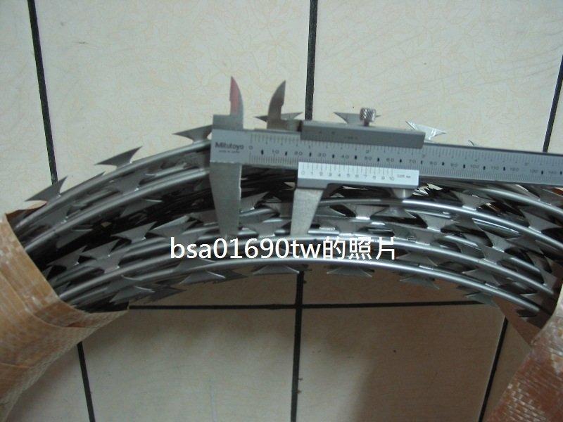 304不銹鋼刀刺網 (蛇腹型刮刀刺網、刺線、鐵絲網、鐵網、鍍鋅鐵網、圍籬用、防盜用)