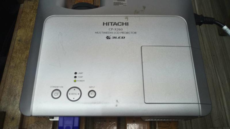 二手  HITACHI CP-X260投影機-已使用燈泡137小時