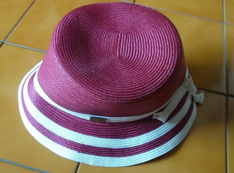 全新~ Liz Claiborne 紅白相間 蝴蝶結 遮陽帽 圓帽  ~ nt 599