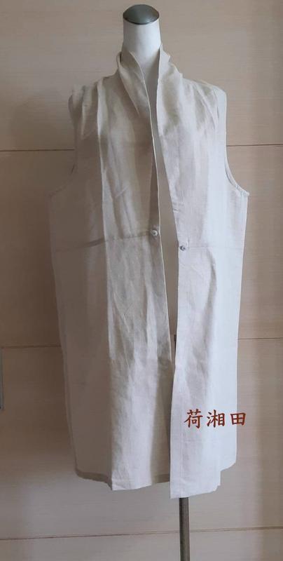 【荷湘田】夏裝--復古風百搭開前襟花朵玉扣素面外搭長版款背心