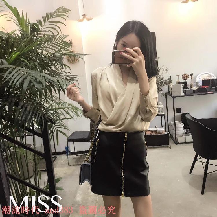 新款長袖韓版薄款氣質淑女百搭褶皺香檳色上衣+黑色小皮裙套裝