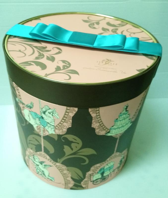 伊莎貝爾粉色旋轉木馬圓柱形三層喜餅盒,可面交