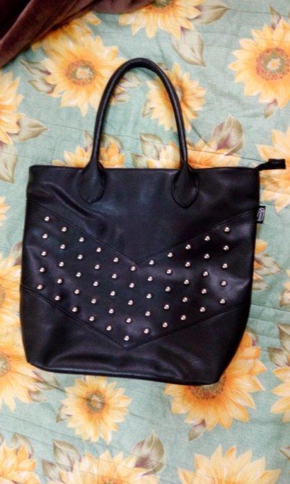 【異國滿屋】 黑色 鉚釘 側肩大背包 (全新品) 美國ROWANA時尚托特包