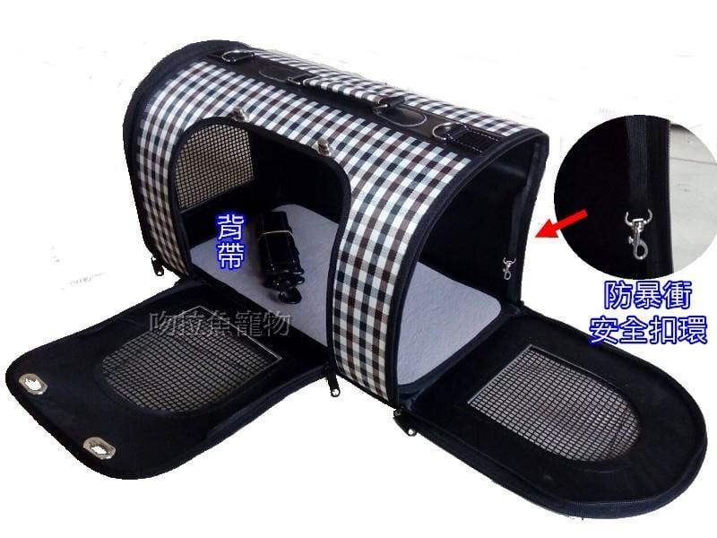 【吻拉魚寵物】特價優惠 硬式防水外殼 蘇格蘭風 寵物豪華外出包 可開式三門設計 附背帶可手提可肩背《可超取》