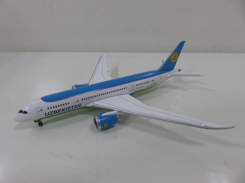 宗鑫貿易 1/500 Herpa Wings HW530040 Boeing 787 8 夢幻客機 烏茲別克航空