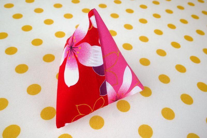 【寶貝童玩天地】【HO062-2】客家花布 粽子零錢包 粽子包 雙色款 台灣製 1個95元 - 喜慶款