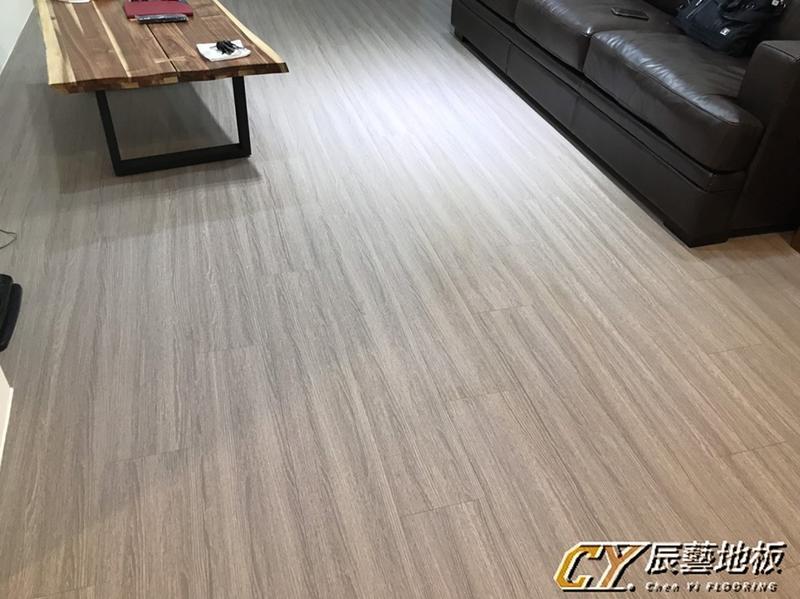 辰藝地板在案場實例~新莊民樂街(雷先生)6.4吋超耐磨+SPC 直鋪