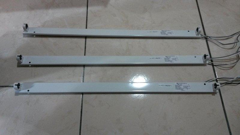 小婷照明 東亞4尺層板燈具/支架燈座T5 28W/54W需搭配電子式安定器 另有2尺14W/24W 3尺21W/39W層