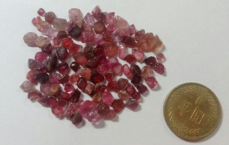 ~star~尖晶石(單晶原礦)9顆一組~隨機出貨~