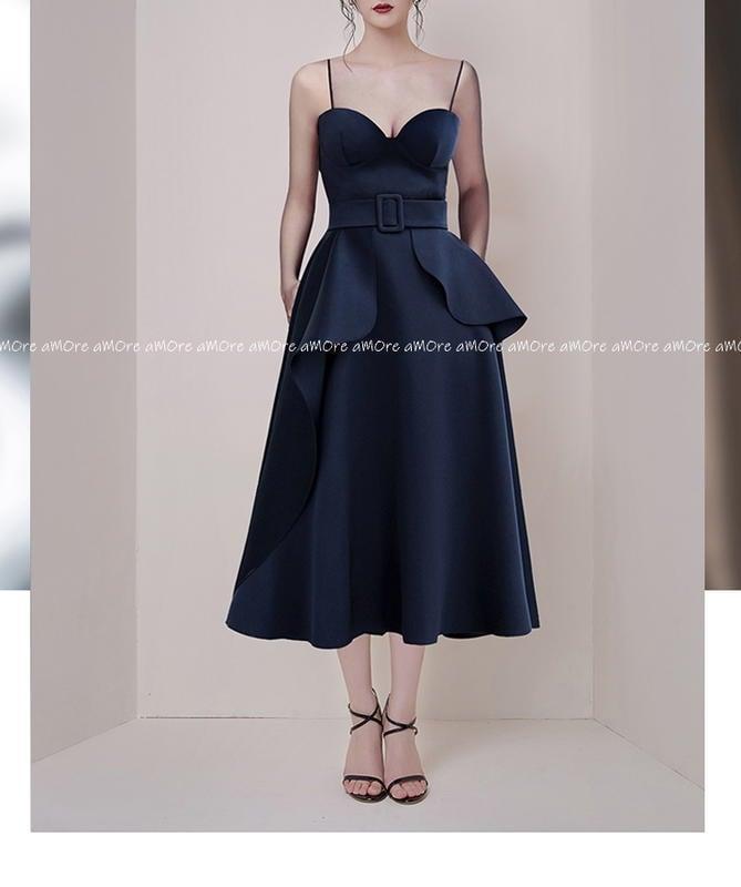 §§§ aMOre §§§ 優雅脫俗深藍色 細肩帶立體低胸高腰圓裙襬連身洋裝小禮服~超值 追加