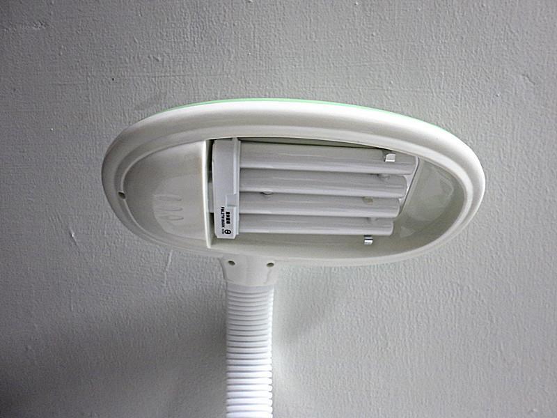 大保熊舒視檯燈 UY-2709 高頻電子式 用27W手掌燈管 高頻不閃爍的燈光設計-【便利網】