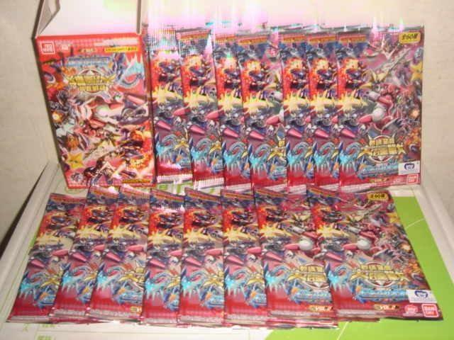 神奇寶貝對打機皮卡丘口袋怪獸假面騎士戰隊數碼暴龍交錯戰爭數碼寶貝大匯戰紙牌卡片遊戲一中盒15小包特價三佰五十一元起標