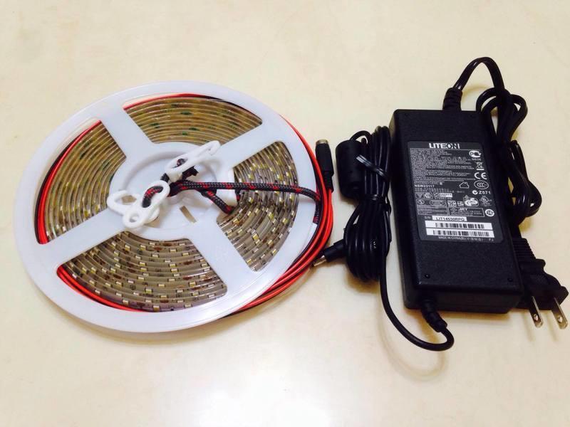 LiCH 超輕薄【12V 5米 超亮版5630 LED燈條】附勾、栓二用3D列印配件、可裝遙控調光器。露營、野營、戶外用