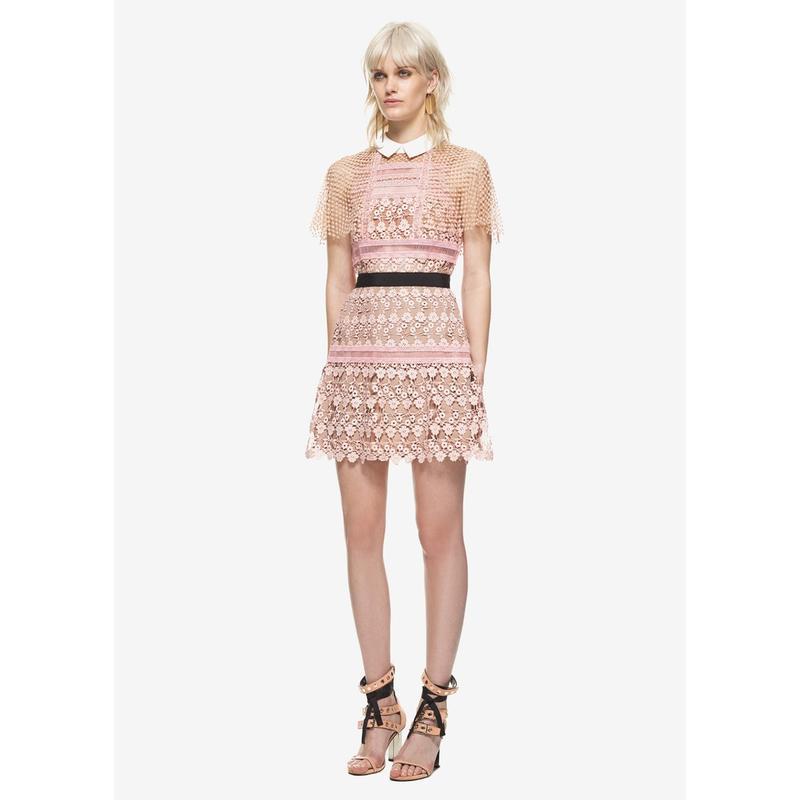 2871#秋季新款SP粉色甜美斗篷袖鏤空蕾絲拼接收腰顯瘦連衣裙