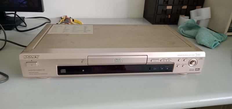 賣一台 NG DVD 撥放機  SONY DVP-S345