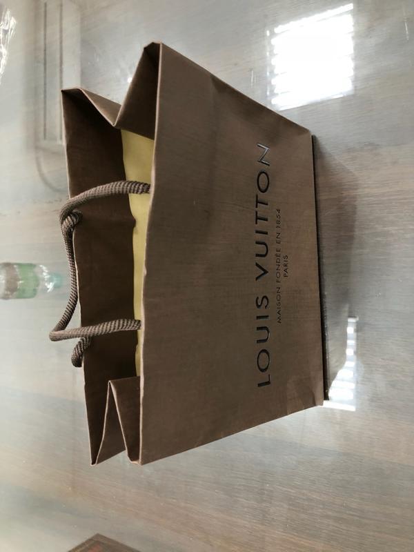 LV. CHANEL. Cartier. Tiffany Gucci 紙袋另有LV皮夾盒 歡迎詢問 皆是正品 僅限面交