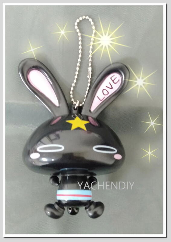 = YACHENDIY = ☆ 大塚愛設計 LOVE兔公仔吊飾 - 2 ☆ 拉拉兔子圓圓的尾巴耳朵就會左右搖得不停 ~