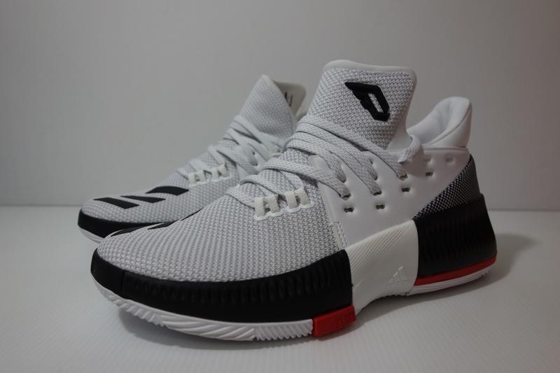 on sale a02af 70937 小綿羊  4折ADIDAS D LILLARD 3 J 白黑BW0535 愛迪達女生籃球鞋李拉德