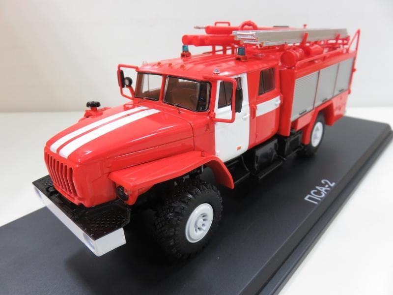 宗鑫貿易 1/43 Herpa 83SSM1235 URAL -43206 消防水箱車 PSA-2 附底座展示盒