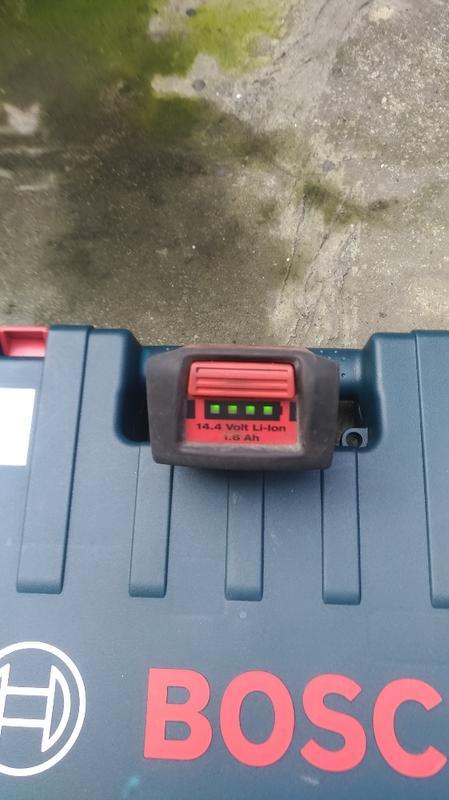Hilti喜利得14.4V滑槽式鋰電池,四燈全滿。