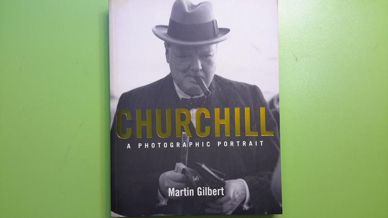 【世雄書屋】CHURCHILL   A PHOTOGRAPHIC PORTRAIT by Martin Gilbert