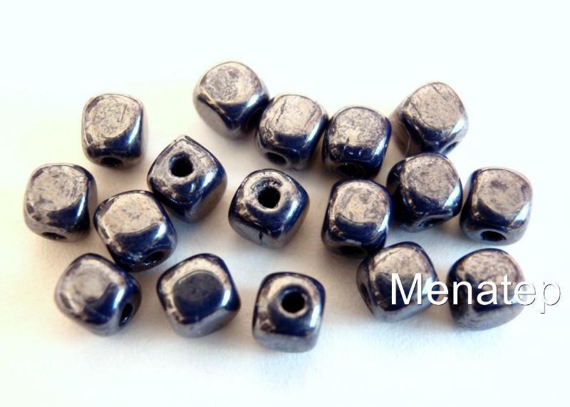 50個4x4mm捷克玻璃立方體珠子:光澤-不透明海軍藍