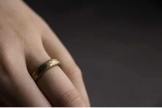 免運 可開發票 曲尾花肌理復古銅創意戒指男 原創冷淡風飾品情侶一對 細款指環女 「新百匯」xb