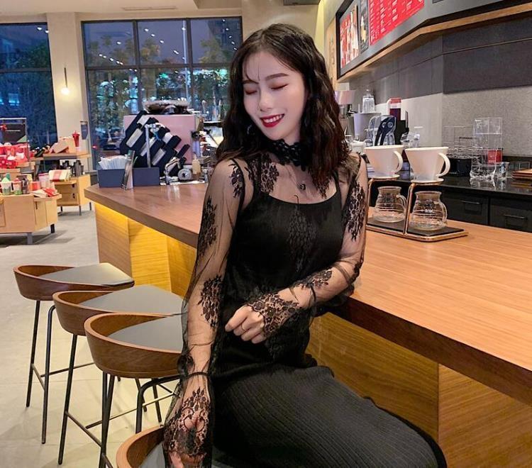 2019春季新款上衣女慵懶風洋氣小衫喇叭袖鏤空網紗拼接蕾絲打底衫