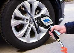 氣壓表胎壓表高精度帶充氣頭汽車輪胎壓監測器計數顯加氣槍打氣嘴