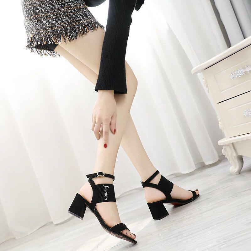 粗跟涼鞋女時尚百搭歐美高跟鞋新款羅馬露趾壹字扣帶中跟