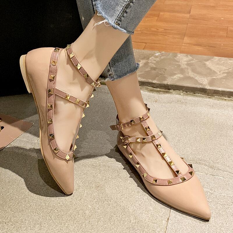 淺口包頭單鞋女2020新款韓版夏季時尚尖頭鉚釘一字帶平底休閑鞋女
