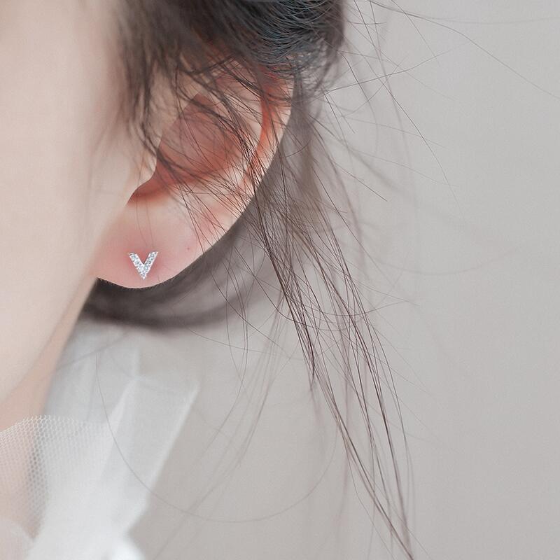 睡覺不用摘V型鑲鑽耳環耳針 港風簡約文青氣質清新學生耳釘 歐美時尚潮流字母耳飾女