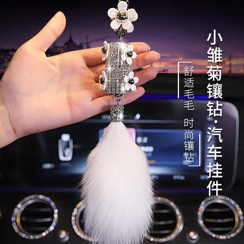 【寶寶優選】汽車內飾品鑲鉆女后視鏡高檔可愛小雛菊香水掛飾車載掛件毛毛吊墜